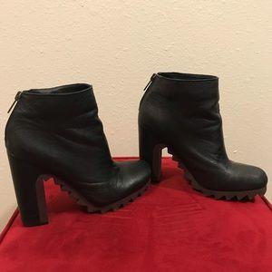 Circus Sam Edelman chunky black & brown boots 7.5